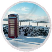 Red Telephone Box In The Snow V Round Beach Towel
