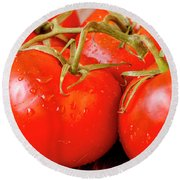 Red Tomatoes On The Vine Round Beach Towel