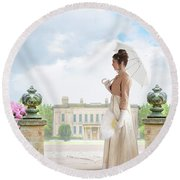 Regency Woman In The Grounds Of A Historic Mansion Round Beach Towel