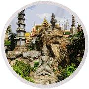Reusi Dat Ton Statues At Wat Pho Round Beach Towel