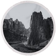 River And Rock Bw Round Beach Towel