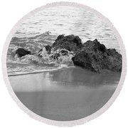 Rock And Waves In Albandeira Beach. Monochrome Round Beach Towel