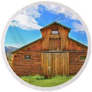 Rocky Mountain Barn Round Beach Towel