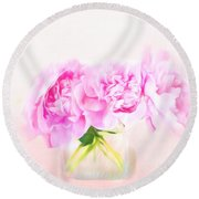 Romantic Gesture Round Beach Towel