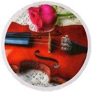 Romantic Violin And Rose Round Beach Towel