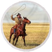 Roping On The High Plains Round Beach Towel