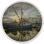 Round Beach Towel featuring the photograph Royal Banker by Randy Hall