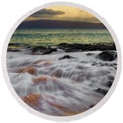 Running Wave At Keawakapu Beach Round Beach Towel