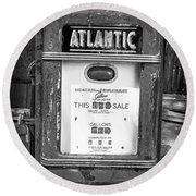 Rusty Old Vintage Atlantic Gas Pump Black And White Round Beach Towel
