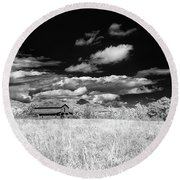 S C Upstate Barn Bw Round Beach Towel