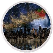 Santa In The City Round Beach Towel