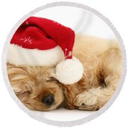 Santa's Sleepy Spaniel Round Beach Towel