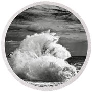 Seagull And A Wave Bw Round Beach Towel