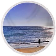 Searching To The Sea Round Beach Towel