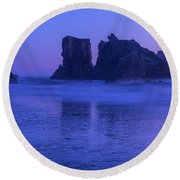 Seastack Sunset In Bandon Round Beach Towel