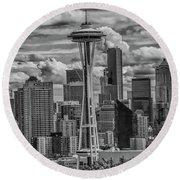 Seattle's Urban Landscape - Black And White Round Beach Towel