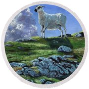 Sentinal Of The Highlands Round Beach Towel