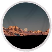 Setting Moon Over Alaskan Peaks V Round Beach Towel