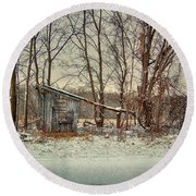 Shed In Winter Round Beach Towel