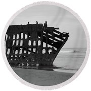 Shipwreck On The Shore Round Beach Towel