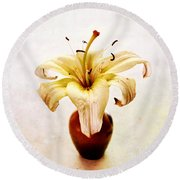 Single Lily Still Life Round Beach Towel