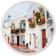 Sleepy Spain Round Beach Towel