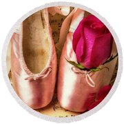 Slippers And Roses Round Beach Towel