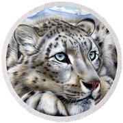 Snow-leopard's Dream Round Beach Towel