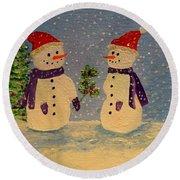 Snow-people At Christmas Round Beach Towel