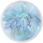 Snowy Baby Leaves Round Beach Towel