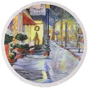 Soft Snowfall In Dahlonega Georgia An Old Fashioned Christmas Round Beach Towel