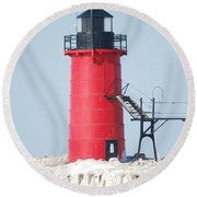 South Haven Pierhead Light And Gull Round Beach Towel