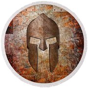 Spartan Helmet On Rusted Riveted Metal Sheet Round Beach Towel