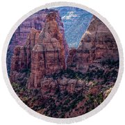 Spires And Mesa Country Round Beach Towel