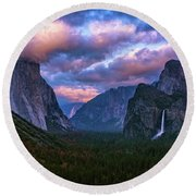 Spring Sunset At Yosemite's Tunnel View Round Beach Towel