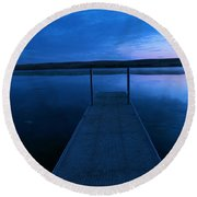 Springbrook Lake At Dawn Round Beach Towel