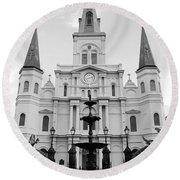 St Louis Cathedral And Fountain Jackson Square French Quarter New Orleans Black And White Round Beach Towel