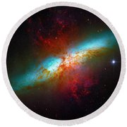 Starburst Galaxy M82 Round Beach Towel