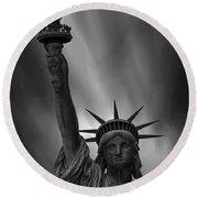 Statue Of Liberty Monochrome Round Beach Towel