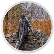 Statue Of Tom Weir Round Beach Towel