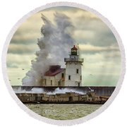 Storm Waves At The Cleveland Lighthouse Round Beach Towel