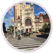 Street Crossing Round Beach Towel