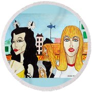 Street Scene With Sue Looking At You Round Beach Towel