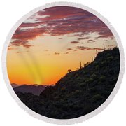 Sunset At Gate's Pass Round Beach Towel