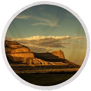 Sunset At Scotts Bluff National Monument Round Beach Towel