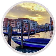 Round Beach Towel featuring the photograph Sunset In Canal Grande by Fabrizio Troiani