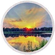 Sunset On A Chesapeake Bay Pond Round Beach Towel