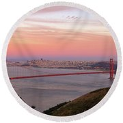 Sunset Over Golden Gate Bridge And San Francisco Skyline Round Beach Towel