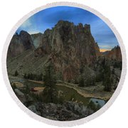 Sunset Over The Crooked River Round Beach Towel
