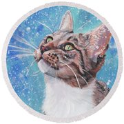 Tabby Cat In The Winter Round Beach Towel